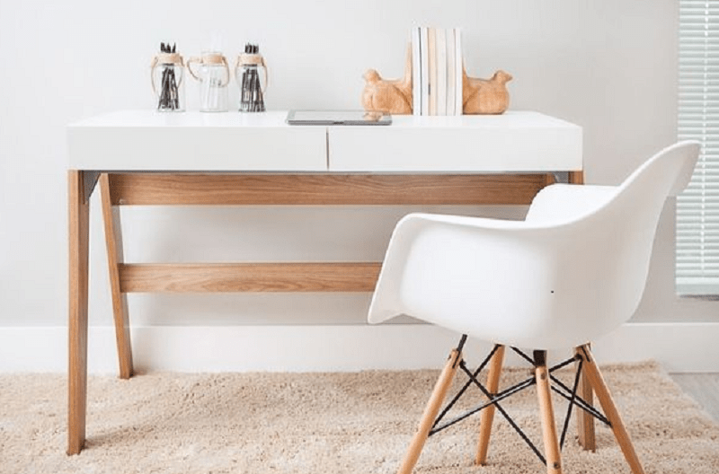 2-trendline handover desk-min